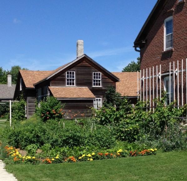 Middle Amana House